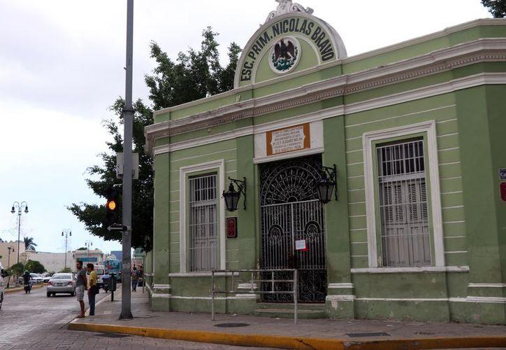 """Primaria """"Nicolás Bravo"""", ubicada en el Barrio de Santigago. (Daniel Sandoval)"""