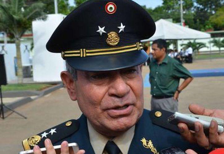 Tomó protesta del General de Brigada Diplomado Estado Mayor, Sergio Ernesto Martínez Rescalvo como nuevo comandante de la 34 Zona Militar. (Gerardo Amaro/SIPSE)