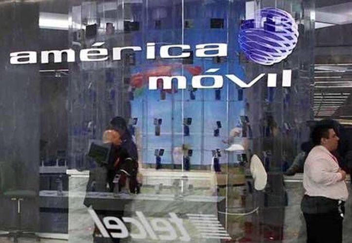 Los ingresos de América Móvil crecieron solo 2.3 por ciento en el cuarto trimestre de 2013 en México; en contraste, Argentina y Brasil lo hicieron 26.3 y 10.9%, respectivamente. (Agencias/Contexto)