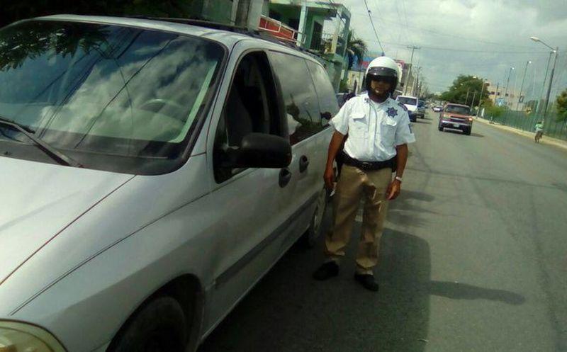 Las autoridades exhortarán a los conductores que tengan vehículos con polarizados  de más de dos humos d34875e7a2