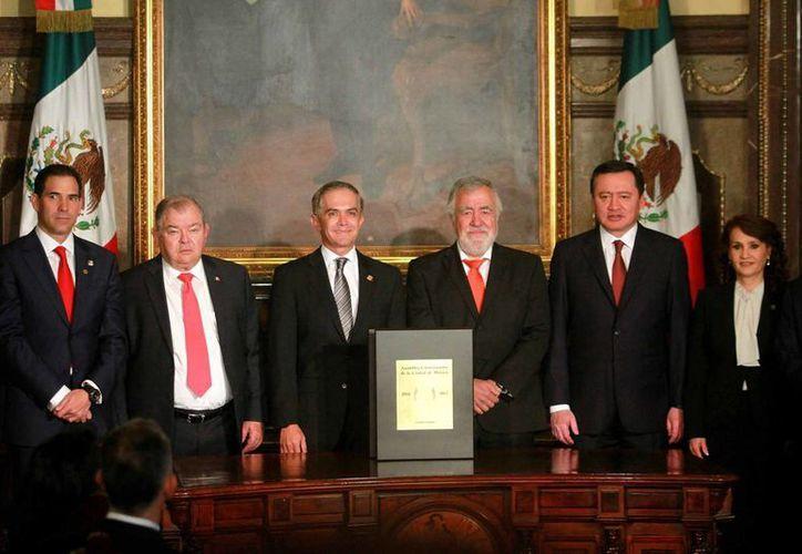 Este domingo fue promulgada la nueva Constitución Política de la Ciudad de México, texto que la Iglesia Católica tacha de 'ilegítimo y atropellado'. (Notimex)