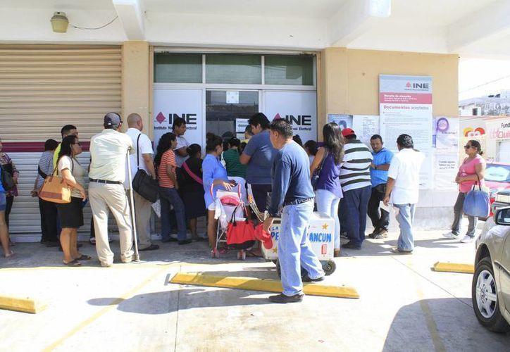 Del 1 de septiembre del año pasado al 12 de enero de 2015, se renovaron más de 35 mil credenciales en Cancún. (Sergio Orozco/SIPSE)