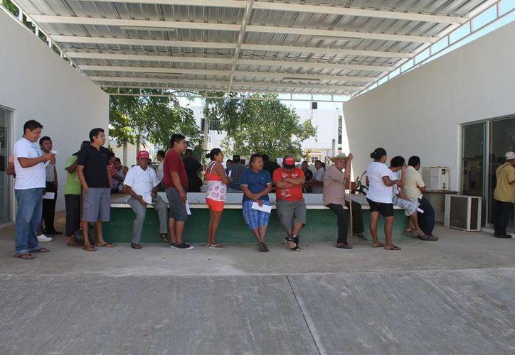 Los trabajadores recibieron el pago el fin de semana. (Raúl Balam/SIPSE)