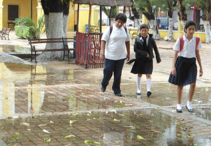 Por el mal tiempo, muchos estudiantes de Progreso prefirieron no ir a clases. (Manuel Pool/SIPSE)