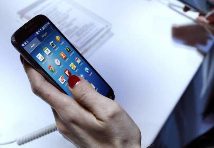 Samsung pidió en 2012 que Apple la indemnizara por violación de tres de sus tecnologías patentadas. (Archivo/SIPSE)