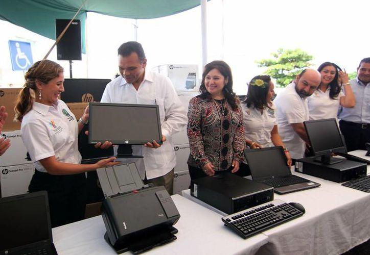 El Gobernado de Yucatán destacó la confianza ciudadana en el sistema de justicia, durante la ceremonia de entrega de moderno equipo a la FGE y Secretaría de Seguridad Pública. (Milenio Novedades)