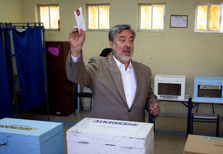 Los chilenos que viven en el extranjero también pueden votar para elegir presidente desde sus respectivos países de residencia.(AP)
