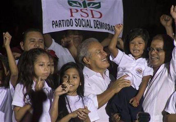 Salvador Sánchez Cerén, presidente electo de El Salvador, durante un mítin para celebrar su victoria, el sábado 15 de marzo de 2014. (Foto de AP/Salvador Meléndez)