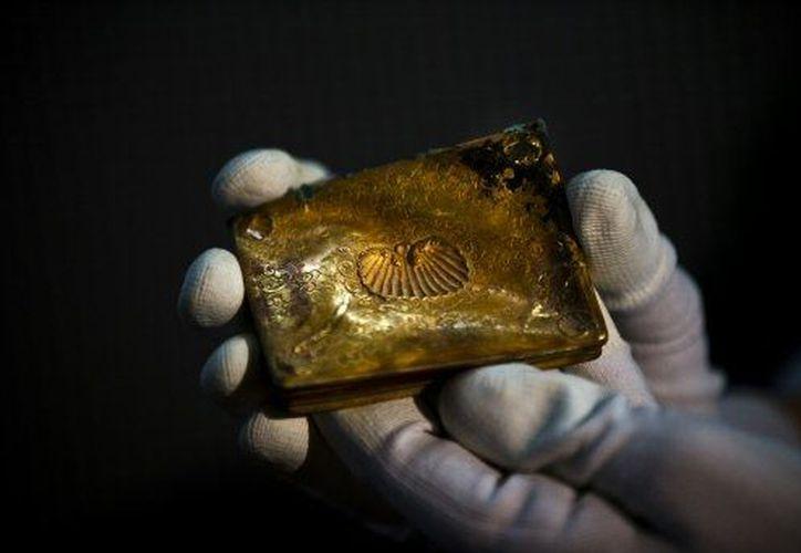 Una tabaquera de oro rescatada del galeón. (Agencias)