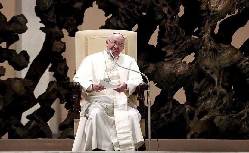 Durante la misa que presidió en la capilla de su residencia de Santa Marta, en El Vaticano, pidió especialmente por los niños fallecidos. (Notimex)