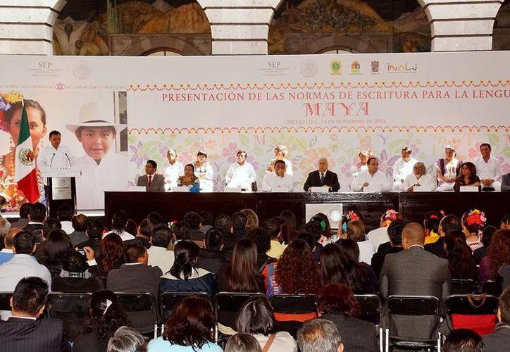 Imagen de la presentación de las Normas de Escritura para la Lengua Maya en la Ciudad de México. (Milenio Novedades)