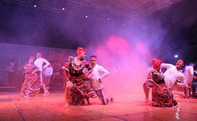 Representantes de 10 países se dan cita en el  I Festival Internacional de la Música y Danza Tradicional 'El mundo en un pueblo maya'. (Cortesía)