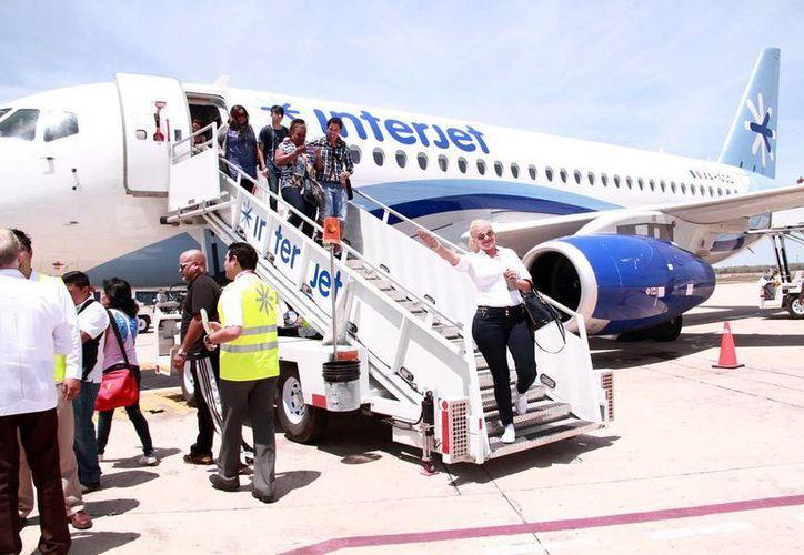 Prevén que el nuevo vuelo entre Mérida y La Habana impulse las relaciones comerciales. (Jorge Acosta)