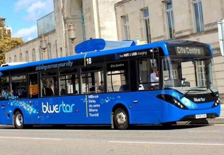 El autobús puede limpiar hasta el 99.5 por ciento de las partículas contaminantes del aire. (Foto: Contexto/Internet)