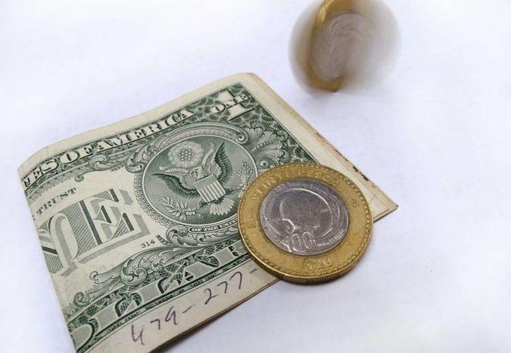 El tipo de cambio para solventar obligaciones en moneda extranjera pagaderas en la República Mexicana en 19.1754 pesos. (SIPSE)