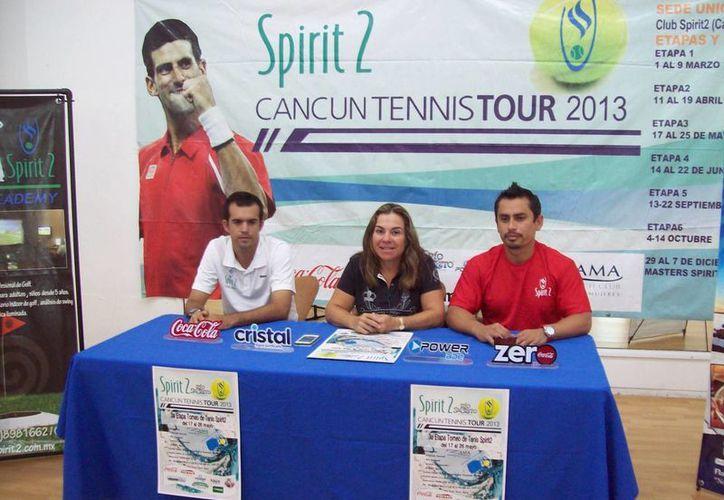 En la conferencia de prensa estuvieron presentes Marc Rigal, Jacqueline Rosado y Wilson Arceo. (Raúl Caballero/SIPSE)
