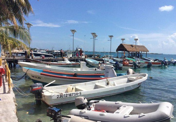 Los propietarios deberán mover sus embarcaciones a los muelles autorizados. (Teresa Pérez/SIPSE)