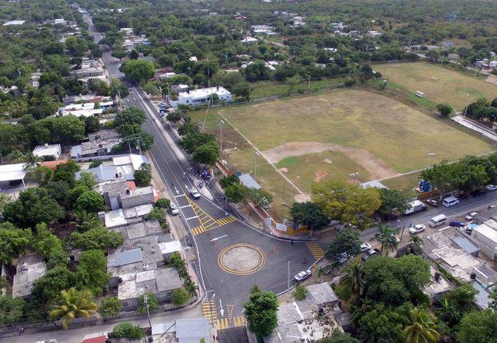 El alcalde Mauricio Vila entregó este viernes obras de vialidad en la comisaría de Komchén, en las que el Ayuntamiento invirtió $5.2 millones. (Fotos cortesía del Ayuntamiento)