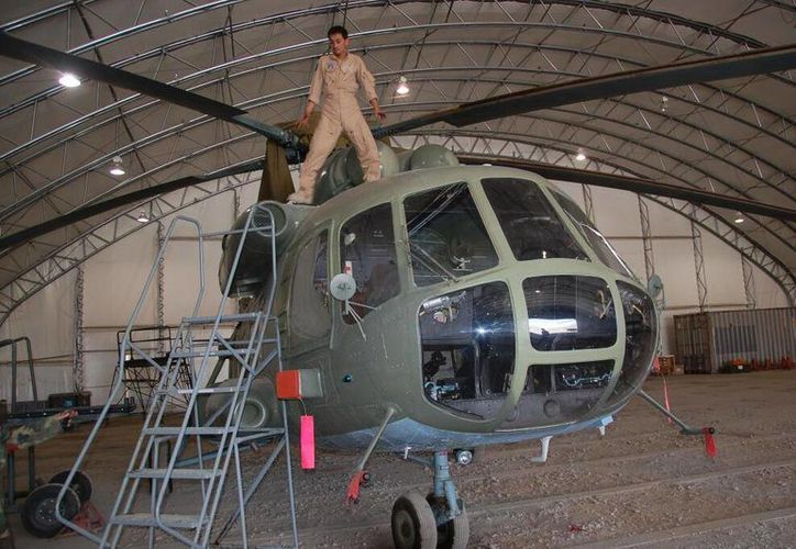 Imagen del helicóptero presidencial en el hangar del aeropuerto de Kabul. (twitter.com/MPhillipsWSJ)