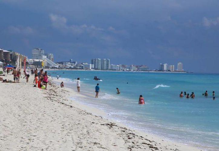 De los turistas británicos que llegan a México, 55.15% visitan Quintana Roo. (Israel Leal/SIPSE)