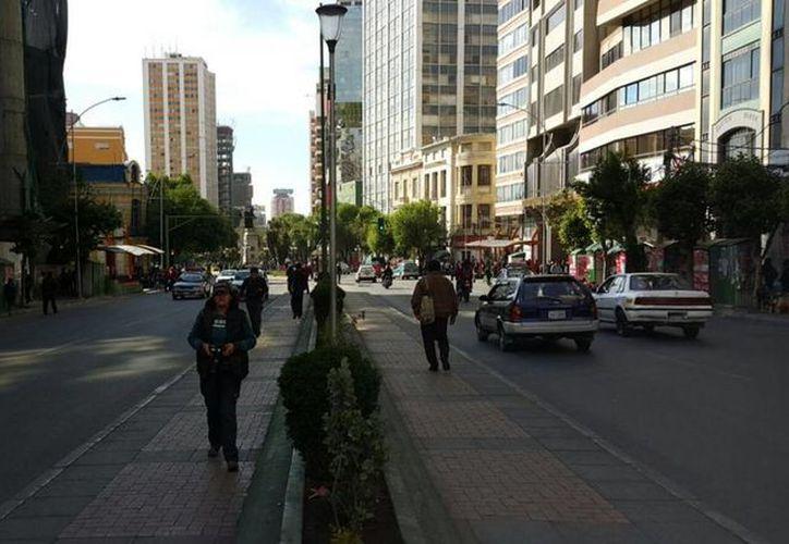 Los choferes decidieron hacer paro de labores, por lo que en las calles de Bolivia no se observa ningún camión público. (twitter/@LaRazon_Bolivia)