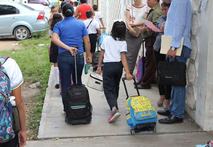La adjudicación de la ropa escolar se hizo a favor de una empresa chetumaleña. (Joel Zamora/SIPSE)