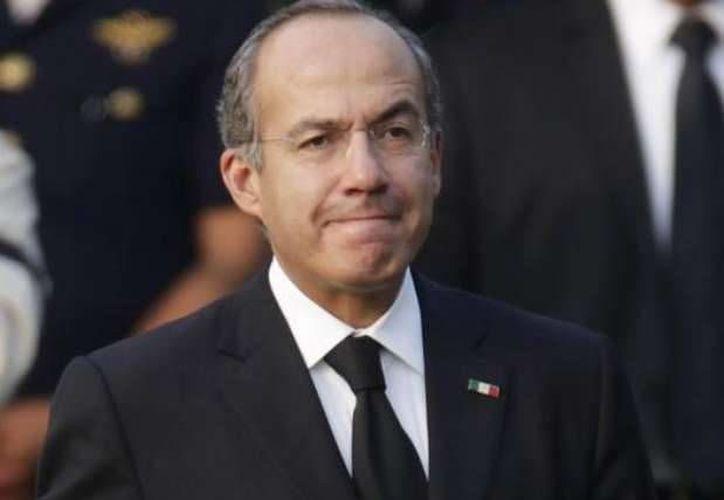 """En 2010, el gobierno del presidente Felipe Calderón tuvo """"insuficiencias"""" económicas. (Archivo/AP)"""