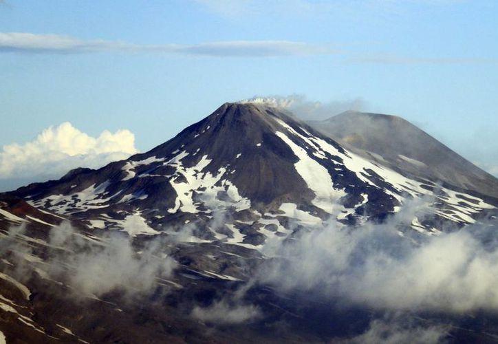El Volcán Villarica es uno de los más activos de América del Sur y está catalogado como el más peligroso de Chile. (EFE)