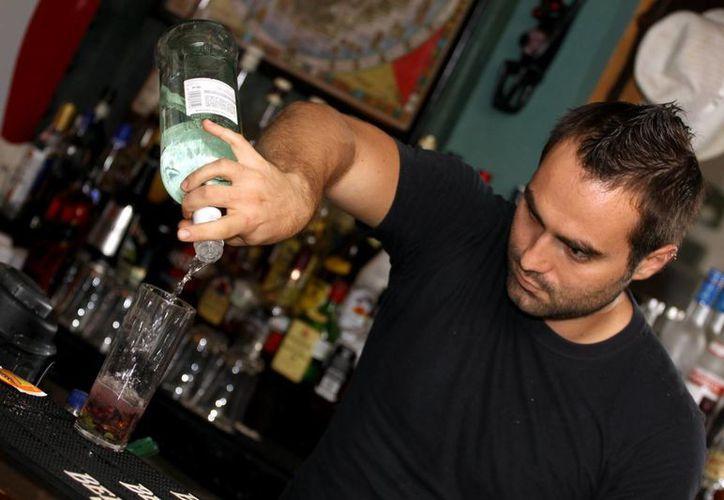 Según la CROC, 7 de cada 10 casos de ausentismo y deserción laboral se deben a problemas con el alcohol u otras sustancias.  (Adrián Monroy/SIPSE)