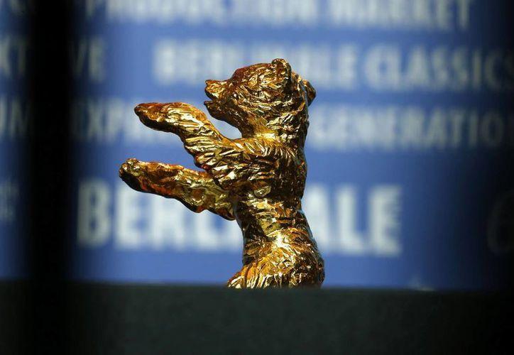 Este es el Oso de Oro del Festival de cine de Berlín que ganó el iraní Jafar Panahi, pero que no pudo recoger porque está impedido de salir de su país. (Foto: AP)