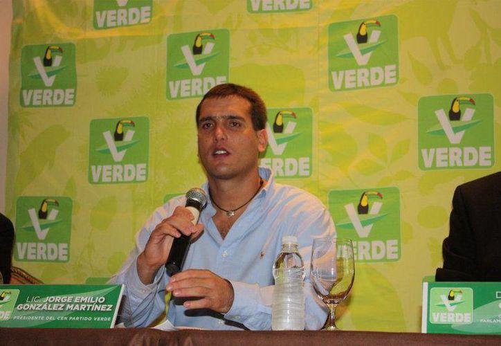 El senador Jorge Emilio Gonzalez Martínez, en imagen tomada de la red social Facebook.(Sipse.com)