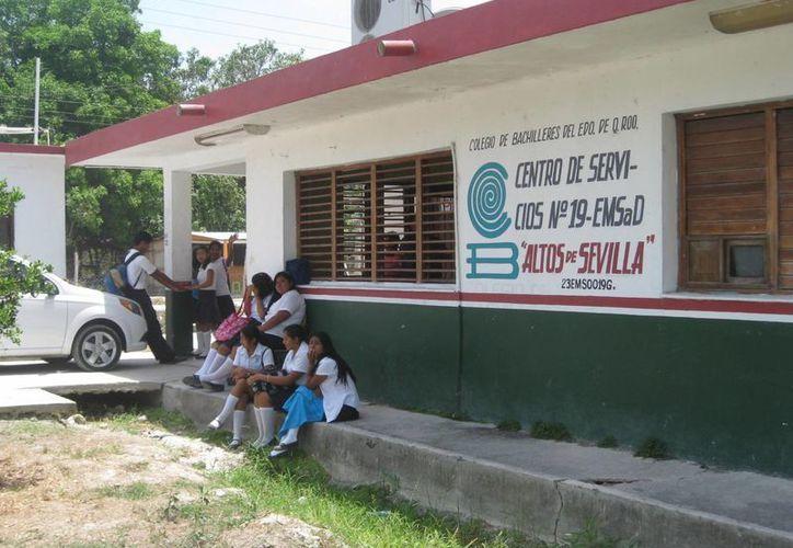 Las jóvenes señalaron que sufrían el acoso de uno de los profesores de la preparatoria. (Archivo/SIPSE)
