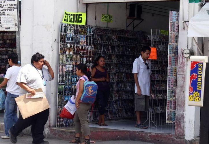 Los artículos ilegales son adquiridos a la vista de todos en el Centro Histórico de Mérida, principalmente. (SIPSE)