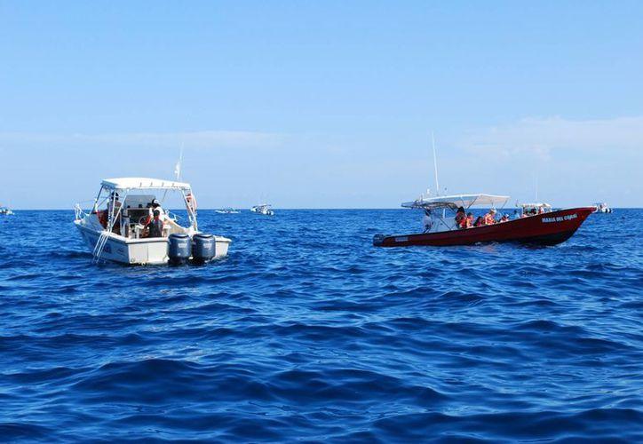 Cada embarcación debe tener una carga máxima de 10 personas. (Tomás Álvarez/SIPSE)
