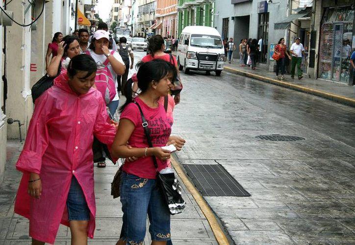 los efectos del frente frío número 10 causaron lluvias dispersas en Mérida, así como un descenso de temperatura. (Wilbert Argüelles/SIPSE)