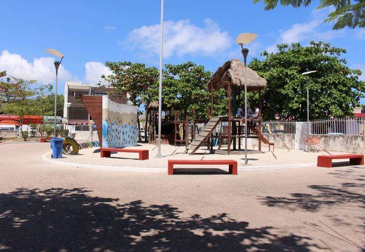 Plazas públicas del centro de la ciudad se sumarán en breve a la oferta de lugares al aire libre que cuentan con acceso gratuito a internet.  (Luis Ballesteros/SIPSE)