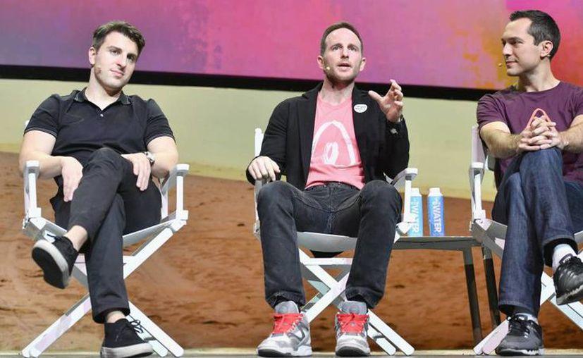 Brian Chesky, Joe Gebbia y Nathan Blecharczyk son los fundadores de Airbnb, y siguen al frente de la compañía. (Getty Images)