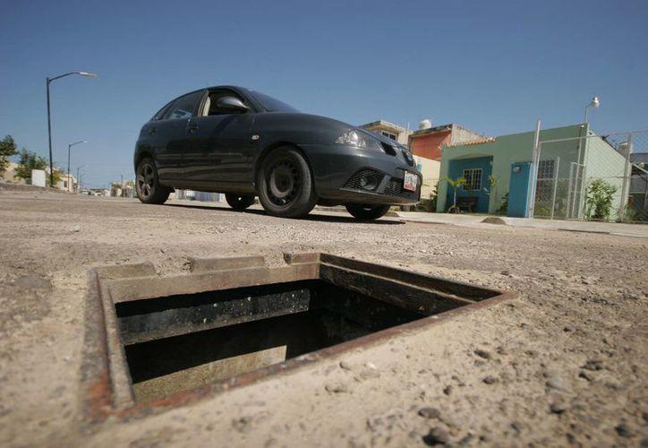 Autoridades hacen un llamado a la población para reportar los robos de alcantarillas. (Harold Alcocer/SIPSE)