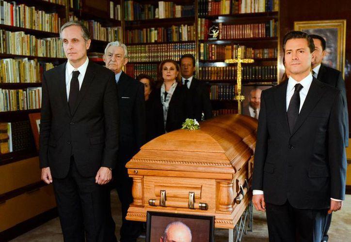 Peña Nieto lamentó vía Twitter el deceso del empresario Lorenzo Servitje Sendra. (Presidencia)