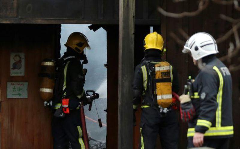 Incendio en Londres deja ocho trabajadores intoxicados y un animal muerto