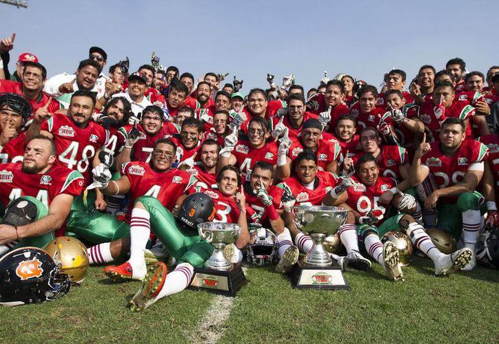 Este sábado México dio una gran muestra de su futbol americano tras vencer a USA en el Tazón Azteca disputado en jugado en el Olímpico Universitario. (Notimex)