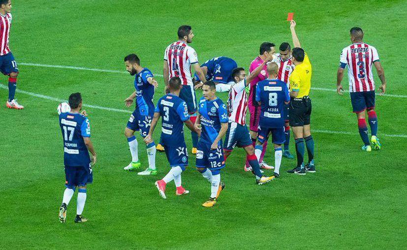 Expulsión de Pereira, jugador del Guadalajara ante Puebla (Récord)
