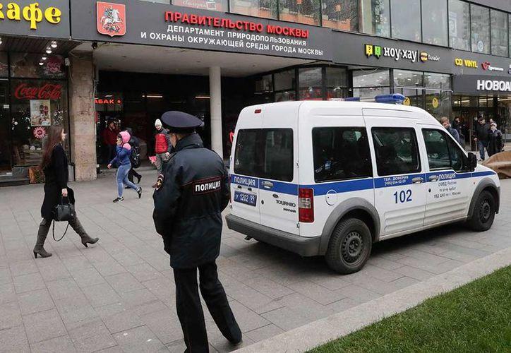 El agresor irrumpió en los estudios de la emisora y apuñaló a Tatyana Felgenhauer. (Foto: AP)