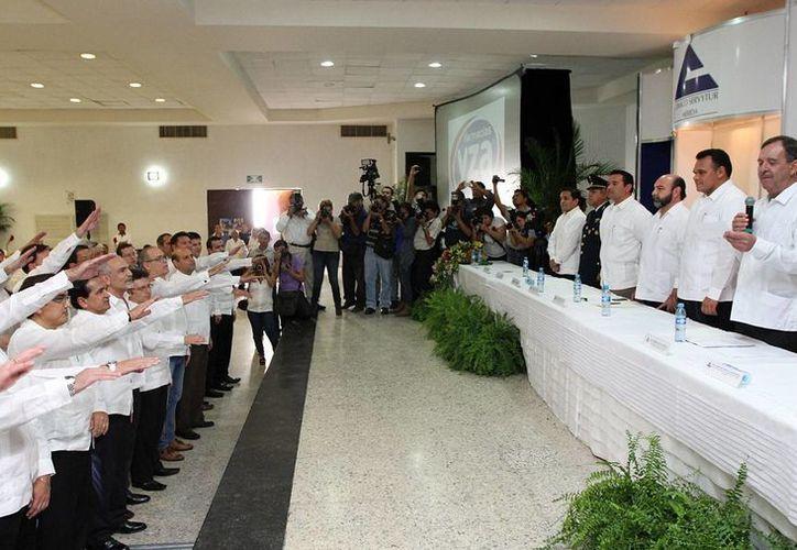 En solemne ceremonia, esta tarde rindió protesta el Consejo Directivo 2013-2014 de la Canaco-Servytur Mérida. (Cortesía)