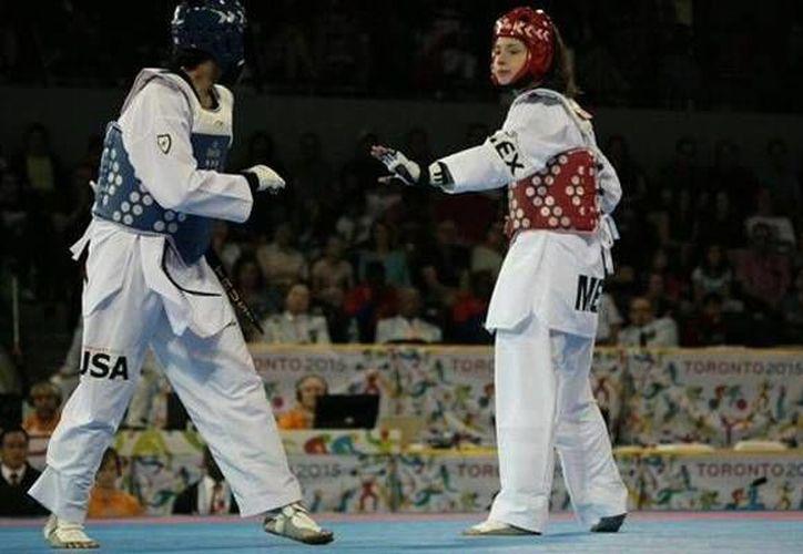 La mexicana Victoria Heredia (d) ganó medalla de plata este martes por la noche en la categoría de -67 kilos en tae kwon do dentro de los Juegos Panamericanos. (Foto: Conade)