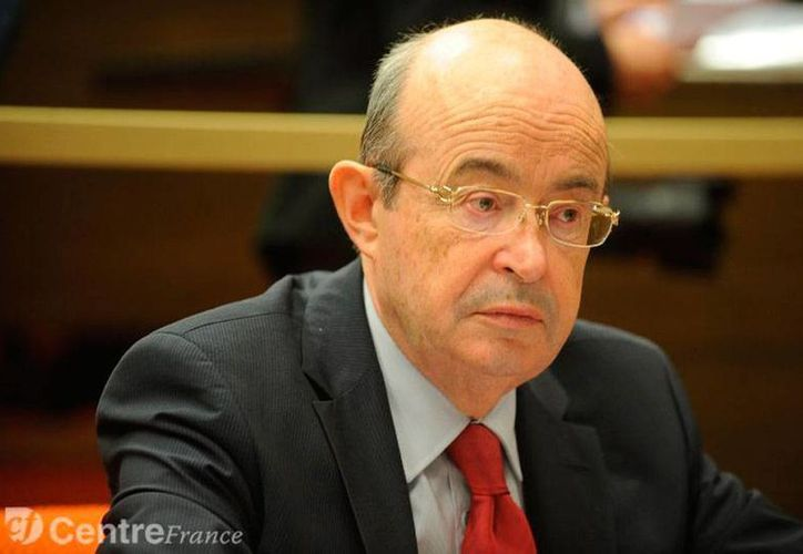 Jean Germain, quien ocupaba actualmente una silla en el Senado de Francia, fue hallado muerto. Era juzgado por sobornos en varios contratos matrimoniales durante su gestión como Alcalde de Tours. (larep.fr)