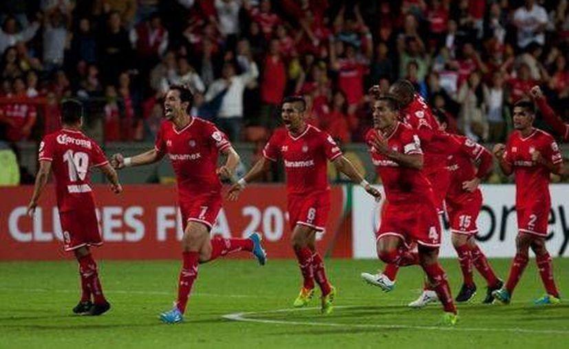 Gracias al gol de 'Conejito' Brizuela el Toluca empató y se fue a los penales, donde avanzó. (Mexsport.com)