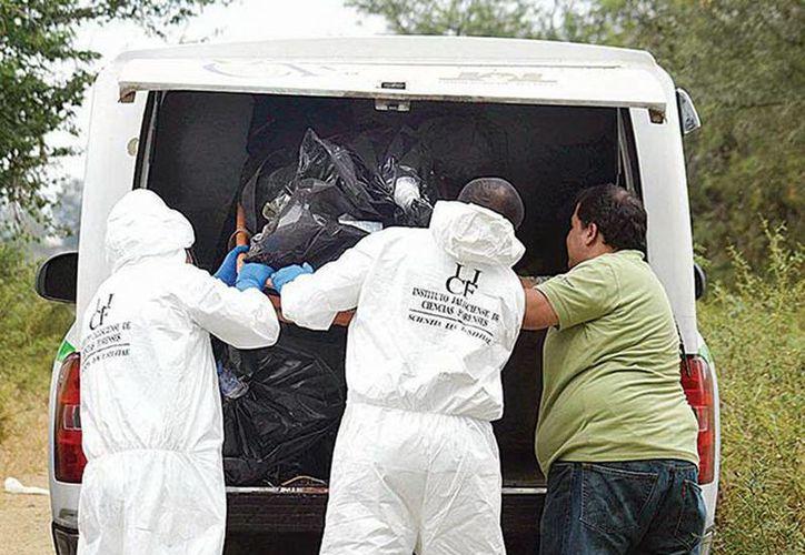 Hasta el momento, las autoridades de Jalisco han localizado 30 cadáveres en un predio de La Barca. No descartaron hallar más cuerpos. (Agencias)