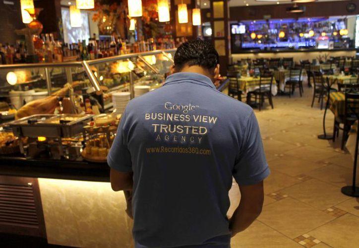 En Cancún 30 negocios ya forman parte de la aplicación, que ofrece imágenes en 360 grados. (Israel leal/SIPSE)