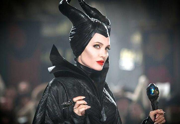 A pesar de los rumores sobre su negación, Angelina Jolie estará protagonizando Maléfica 2. (Imágenes tomadas de Excelsior)